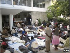 MSF Petion Ville offices transformed into a makeshift hospital, 13 January 2010 (Medecins Sans Frontieres)