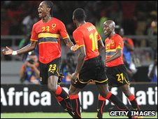 Manucho (L) celebrates his goal with teammates