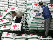South Korean workers sort sacks of fertiliser aid for the North - 7 July 2006