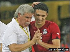 Egypt coach Hassan Shehata (left) and Mohamed Gedo 