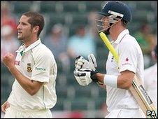 Wayne Parnell removes Kevin Pietersen