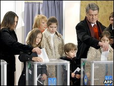 President Yushchenko votes with family 17.1.10