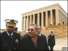 Ehud Barak (right) at Kemal Ataturk's mausoleum (17/01/10)