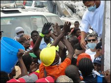 Aid being distributed to people in Port-au-Prince, Haiti, Saturday 16 January. Photo: Thomas Oronti