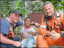 Rescuers with Mia