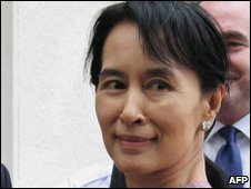 Aung San Suu Kyi in Rangoon - 4 November 2009