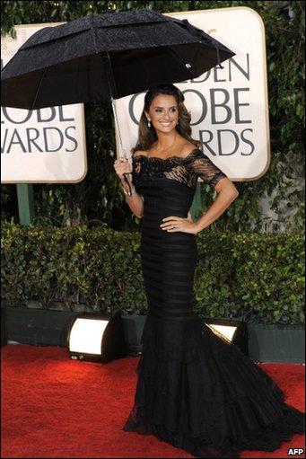Spanish actress Penelope Cruz arrives for the 67th Golden Globe Awards