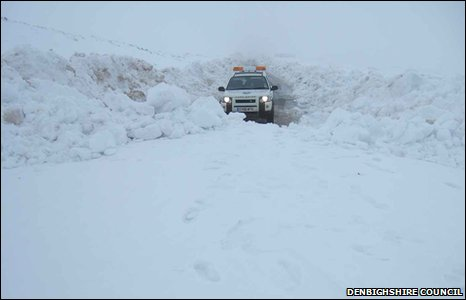 Horseshoe Pass closed due to snow