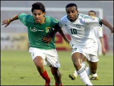 Footballers Brono Rojas (L) and Saleh al-Dosari (R) battle for possession during the First Islamic Solidarity games in Jeddah, 2005