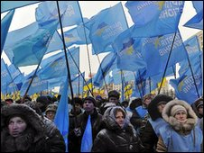 Supporters of Viktor Yanukovych celebrate the first-round election result in Kiev, 18/1/10