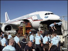 A French plane with relief supplies and gendarmes arrives in Haiti