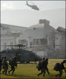 Helicopters drop US troops at the presidential palace, Port-au-Prince, 19 Jan