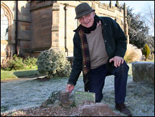 """John Murfin at """"the reputed grave of Little Nell"""""""