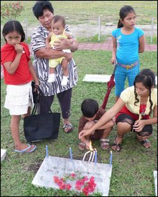 Nancy de la Cruz and her five grandchildren