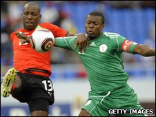 Yakubu of Nigeria (L) challenges Fanuel of Mozambique