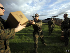 US marines unload aid in Leogane (19 January 2010)