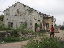 ruined house in Jaffna