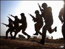 Pakistan army soldiers near Multan on 18 January 2010