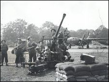 Gunners training at Holmsley airfield (Courtesy The National Archives )