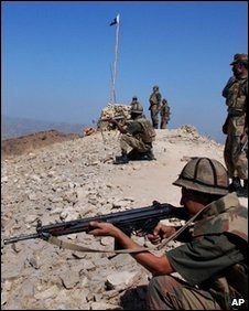 Pakistani troops hold their positions at a hilltop post in Shingwari, an area in the troubled Pakistani tribal region of South Waziristan (Oct 2009)