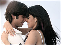 Shahid Kapoor and Genelia D'Souza in Chance Pe Dance