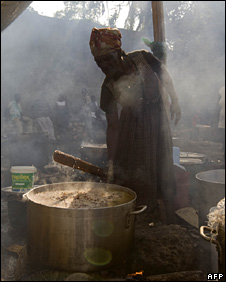 A Haitian woman cooks at a camp for displaced people in Jacmel (20 January 2010)