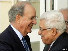 George Mitchell and Mahmoud Abbas (22 January 2010)
