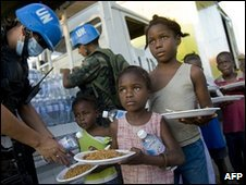 UN peacekeepers distribute food in Cite Soleil, 16 January 2010