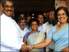 Gen Sarath Fonseka with Chandrika Kumaratunga, 24 Jan