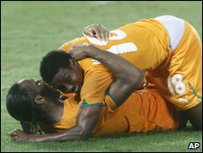 Kader Keita and Didier Drogba embrace after Keita's goal