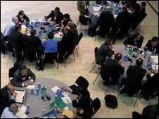 Participants at roundtables at WEF