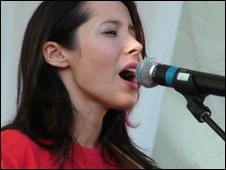 Nerina Pallot at the Summer Sizzler in Jersey in 2004