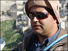 Yonatan Mizrahi, tour guide
