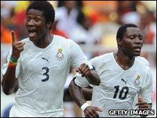 Ghana's Asamoah Gyan (L) celebrates his goal against Angola with Kwadwo Asamoah