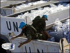 UN peacekeepers hand out water bottles (22 January 2010)