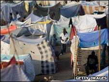 Makeshift camp in Port-au-Prince (24 January 2010)