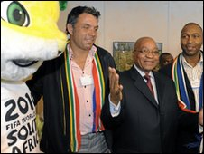 Jacob Zuma (centre) promotes South Africa 2010