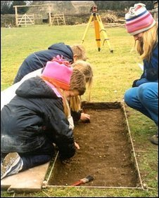 Pupils at the excavations