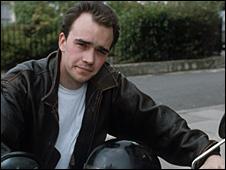 Mark Fowler (Todd Carty)