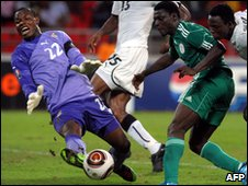 Richard Kingson blocks an attempt from Obafemi Martins