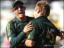 Mike Hussey (left) and Ryan Harris