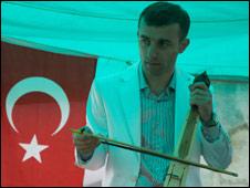 Adem Erdem, kemenje player  (Picture: Eleftherios Kostans)