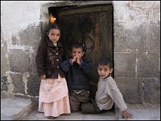 Yemeni children in a doorway (Photo by Hugh Sykes)
