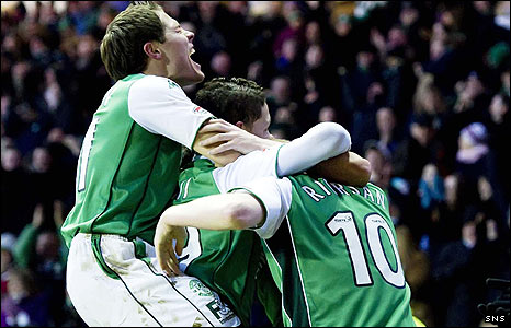Hibs celebrate their last-gasp victory at Easter Road