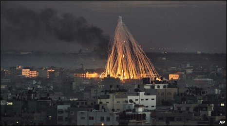 Smoke and fire caused by explosions from Israeli military operations is seen on the outskirts of Gaza City (file image from 8/01/2009)