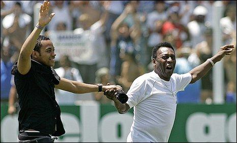 Robinho (left) and Pele