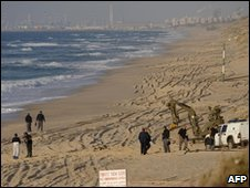 Police search the beach in Ashkelon, 1 February 2010