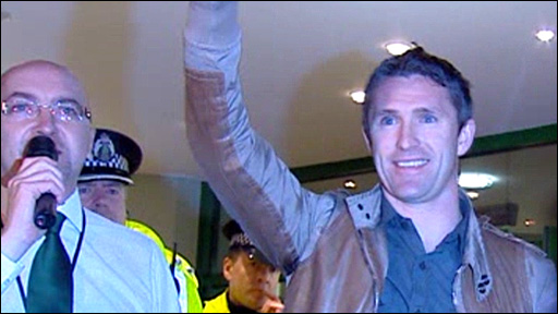 Robbie Keane salutes the Celtic fans