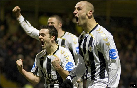 St Mirren celebrate Billy Mehmet's goal