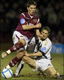 Hearts' Ian Black and St Mirren's Hugh Murray tussle